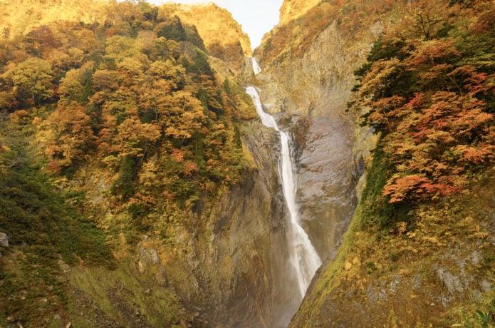 紅葉盛りの称名滝