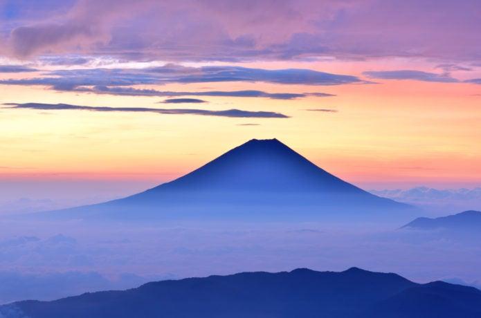 南アルプスから見える富士山