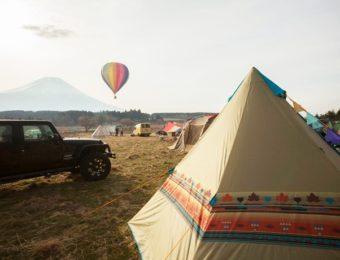 テントを張ってキャンプ
