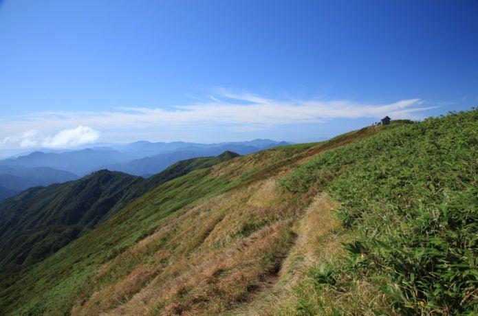 能郷白山の稜線