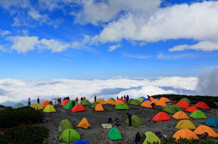 山のテント場