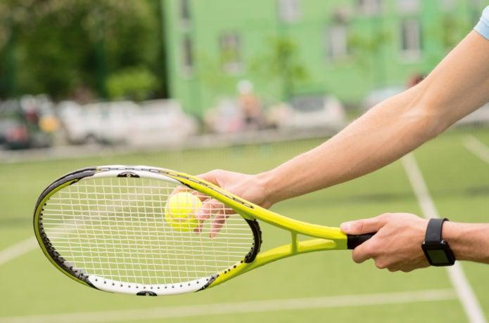 テニスラケットと手首